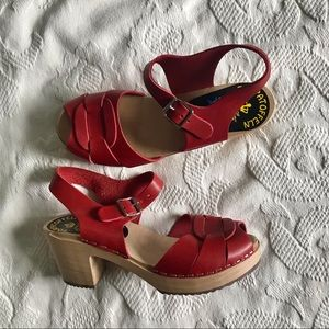 Like new Swedish clog sandals